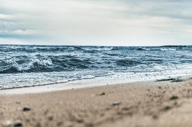 beach-1868672_640