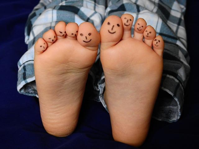 feet-2358333_640