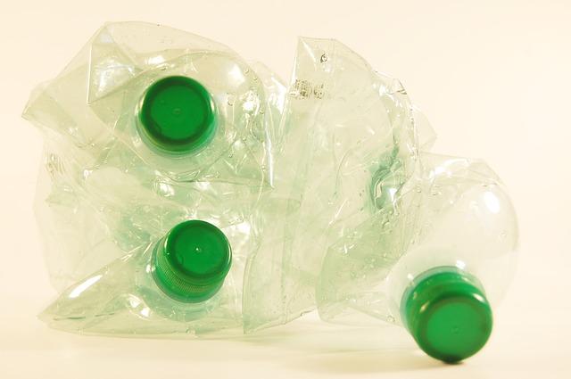 plastic-bottles-621361_640